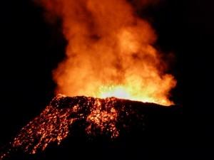 Volcán Le Piton de la Fournaise en erupción