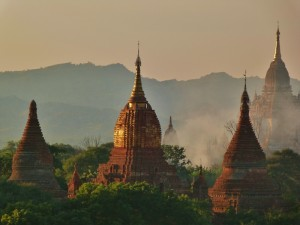 Postal de los templos de Bagan e Myanmar