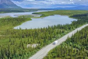 Nuestra autocaravana con la que viajamos a Alaska a vista de drone