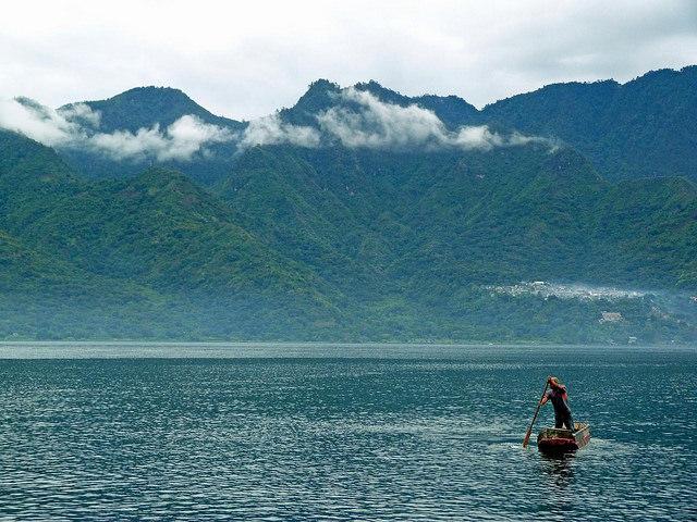 La magia del lago atitl n el espejo de guatemala el for El rincon del espejo