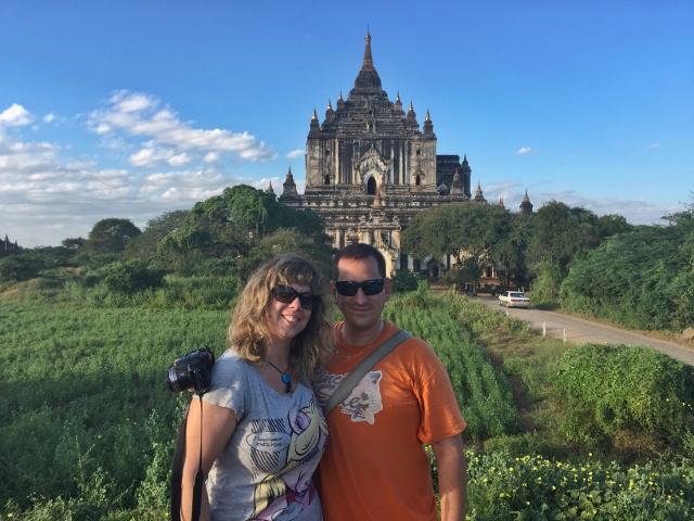 Sele y Rebeca en Bagan (640x480)