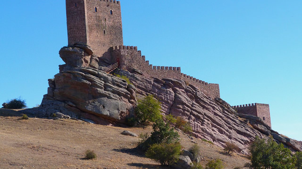 El Castillo De Zafra Escenario De Juego De Tronos En Guadalajara
