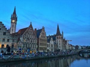 Gante durante la hora azul (Flandes)