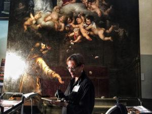 Restauradora trabajando en el Jubileo de la Porcíuncula de Murillo en el Museo de Bellas Artes de Sevilla