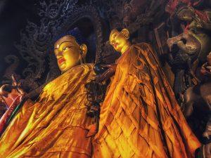 Budas en un templo budista tibetano (Curiosidades sobre Bután)