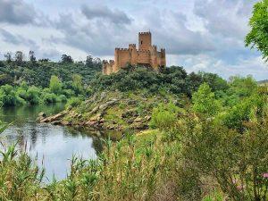 El castillo de Almourol es uno de los elementos más significativos de la ruta de los templarios en Portugal (Centro)