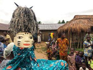 Máscara Gelede en una ceremonia a la que asistimos en Benín
