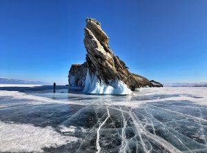 Roca del dragón, uno de los lugares más icónicos del Lago Baikal en invierno